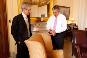 House Speaker John Boehner discusses his iPhone with Apple CEO Tim Cook. | Source: Speaker.gov